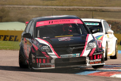 Dave Pinkney Pinkney Motorsport Vauxhall Vectra rijdt voor Steven Kane Airwaves BMW 320si