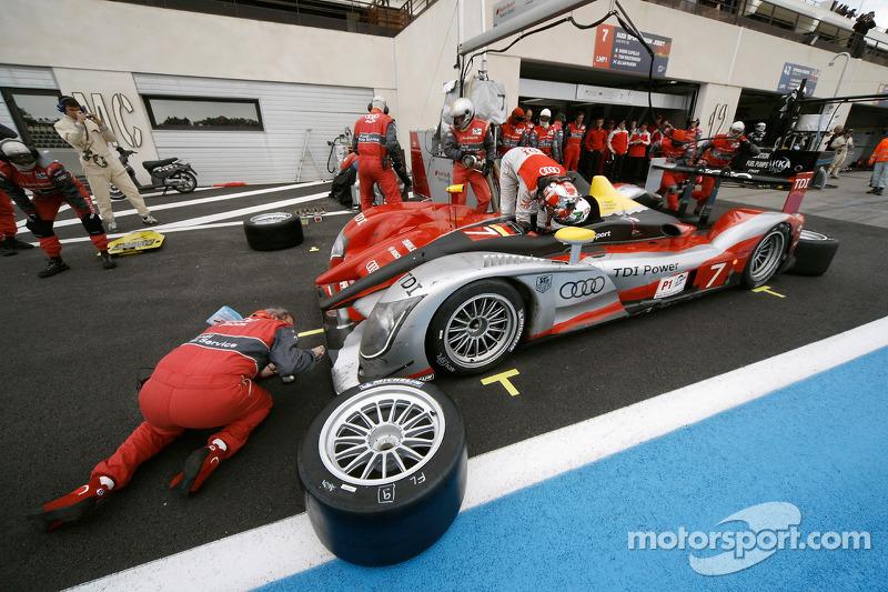 Pitstop #7 Audi Sport Team Joest Audi R15 TDI: Rinaldo Capello, Allan McNish
