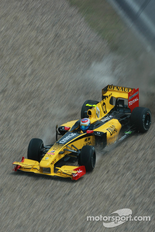 Vitaly Petrov, Renault F1 Team crash