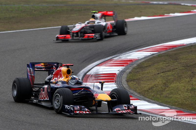 Sebastian Vettel, Red Bull Racing voor Lewis Hamilton, McLaren Mercedes