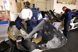 Team Peugeot Total team members at work