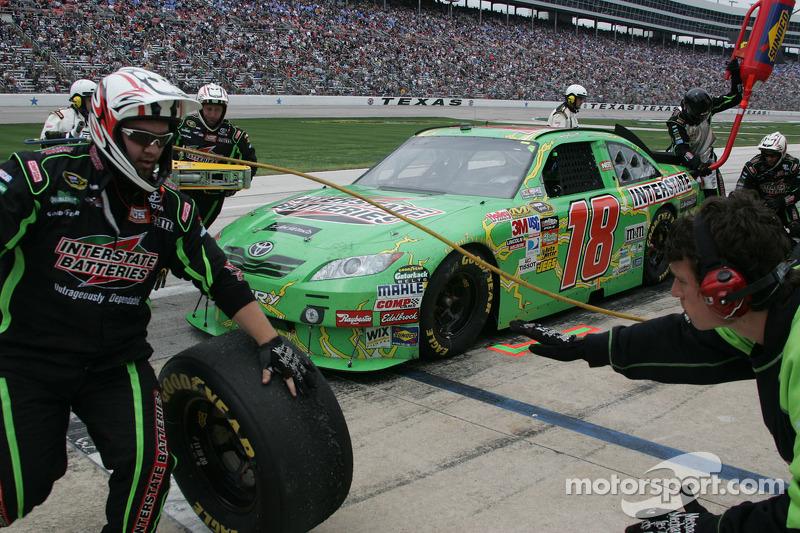 Arrêt aux stands pour Kyle Busch, Joe Gibbs Racing Toyota