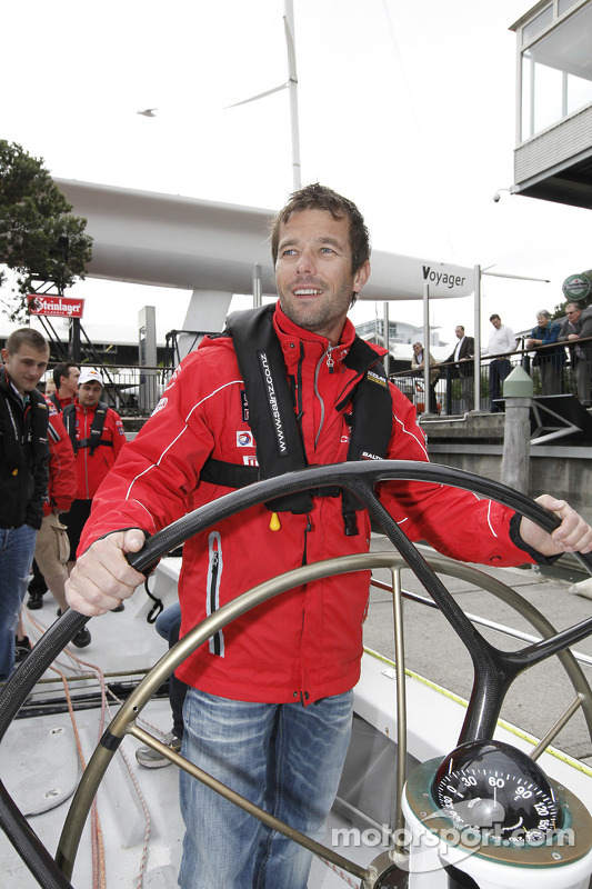 Sébastien Loeb vs Ford in bootrace