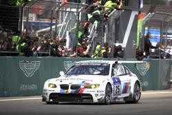 Zieldurchfahrt: #25 BMW Motorsport, BMW M3 E92: Jörg Müller, Augusto Farfus, Uwe Alzen, Pedro Lamy