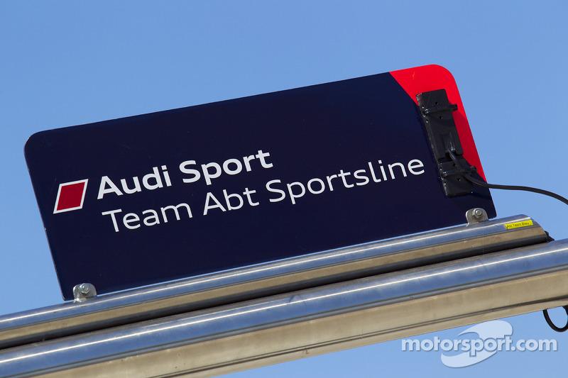 Pitbord Timo Scheider, Audi Sport Team Abt en Oliver Jarvis, Audi Sport Team Abt