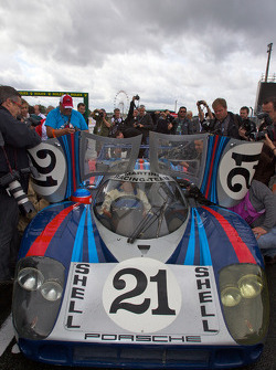Жерар Ларусс керує відреставрованим Porsche 917 LH, що належить ACO