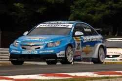 Alex MacDowall rijdt voor Matt Neal