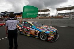Koersdirecteur Daniel Poissenot zwaait de groene vlag: #79 BMW Motorsport BMW M3: Andy Priaulx, Dirk Müller, Dirk Werner