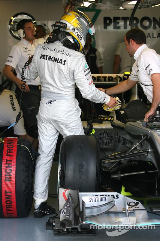 Nico Rosberg, Mercedes GP kruipt in de wagen