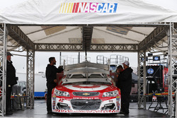 Kyle Larson, Chip Ganassi Racing Chevrolet inspection