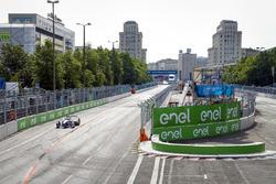 Alan McNish fährt das Formel E Fahrzeug