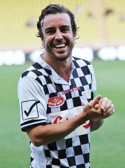 Fernando Alonso, McLaren en el partido de fútbol de caridad