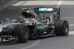 Nico Rosberg, Mercedes AMG F1 W07 Hybrid, mit Reifenschaden