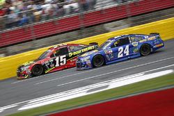 Clint Bowyer, HScott Motorsports Chevrolet, Chase Elliott, Hendrick Motorsports Chevrolet