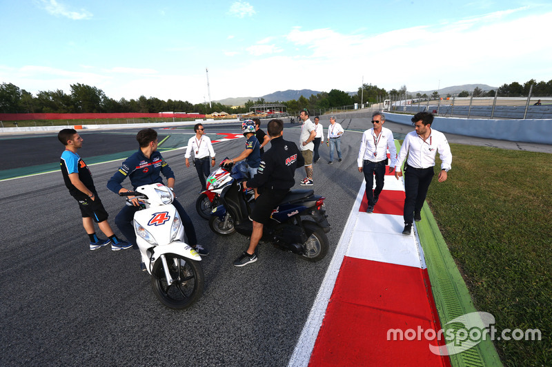 Oficiales y pilotos en la nueva chicana para reemplazar la curva 12