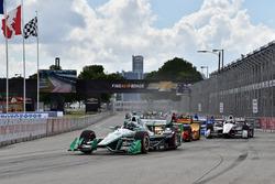 Start: Simon Pagenaud, Team Penske Chevrolet leads