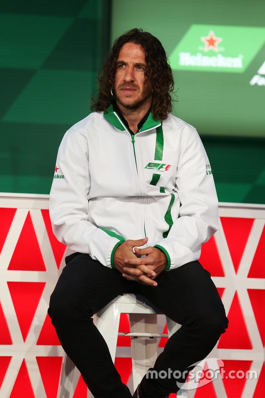 Charles Puyol, ex jugador de fútbol, en el anuncio de patrocinio de Heineken