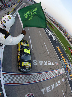 Start: Johnny Sauter, Chevrolet memimpin