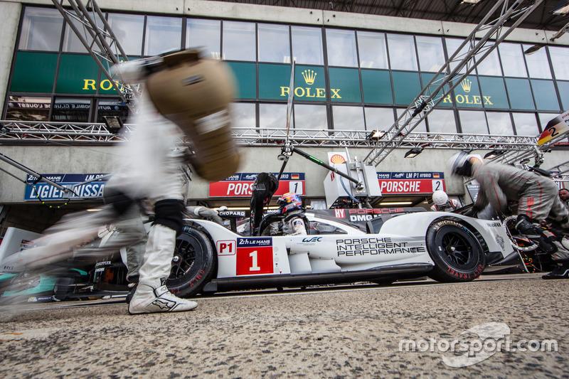 Simulation d'arrêt au stand : #1 Porsche Team Porsche 919 Hybrid: Timo Bernhard, Mark Webber, Brendon Hartley