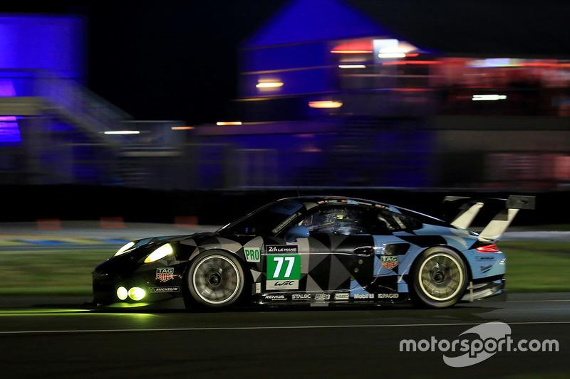 39: Porsche 911 RSR команды Dempsey Proton Competition (№77): Рихард Лиц, Микаэль Кристенсен, Филипп Энг