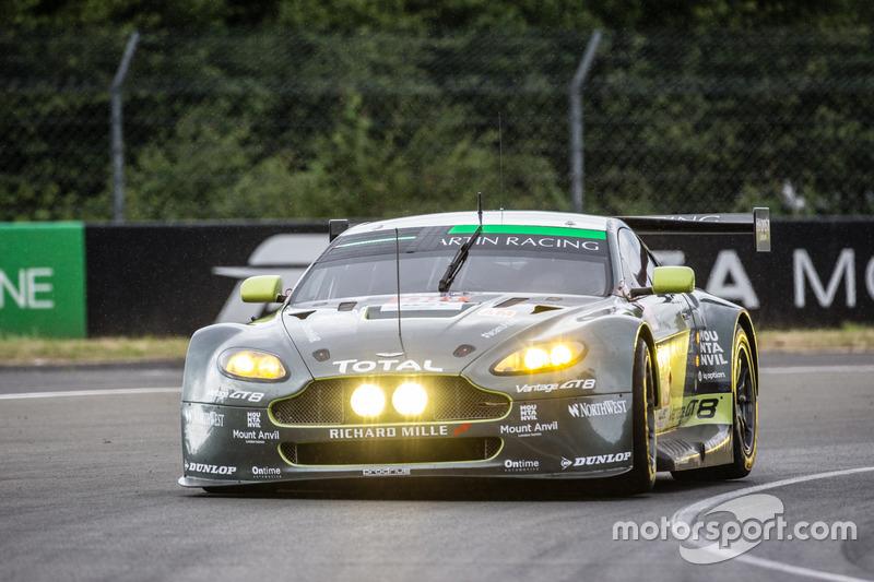 42: Aston Martin Vantage (№98): Пол Далла-Лана, Педро Лами, Митиас Лауда