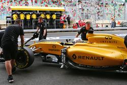 Кевин Магнуссен, Renault Sport F1 Team RS16 в гараже