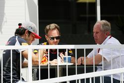 Carlos Sainz Jr., Scuderia Toro Rosso, mit Christian Horner, Red Bull Racing, Teamchef, und Helmut Marko, Red Bull