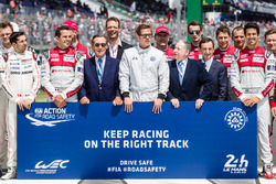 FIA Action for Road Safety photoshoot: FIA President Jean Todt, ACO President Pierre Fillon, actor Brad Pitt with drivers