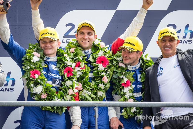 Подиум LMP2: третье местоВиталий Петров, Кирилл Ладыгин и Виктор Шайтар, #37 SMP Racing BR01 - Nissan и владелец команды Борис Роттенберг
