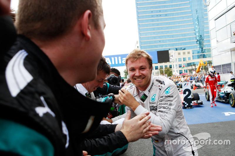 Nico Rosberg celebra su victoria en Bakú