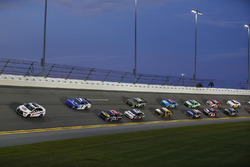 Restart: Elliott Sadler, JR Motorsports Chevrolet memimpin