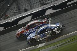 Dale Earnhardt Jr., Hendrick Motorsports Chevrolet, Greg Biffle, Roush Fenway Racing Ford