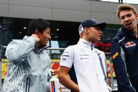 (Ki ke Ka):Rio Haryanto, Manor Racing bersama Valtteri Bottas, Williams dan Daniil Kvyat, Scuderia Toro Rosso di drivers parade