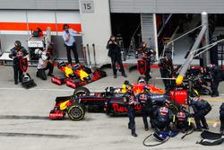 Даниэль Риккардо, Red Bull Racing RB12 во время пит-стопа