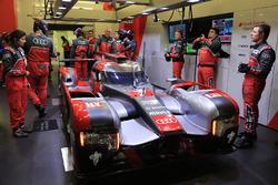 #7 Audi Sport Team Joest Audi R18 en race engineer Leena Gade