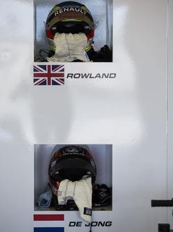 Helm van Oliver Rowland, MP Motorsport en Daniel De Jong, MP Motorsport
