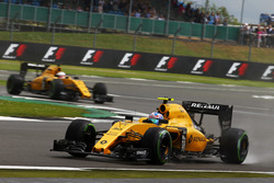 Jolyon Palmer, Renault Sport F1 Team RS16 leads team mate Kevin Magnussen, Renault Sport F1 Team RS16