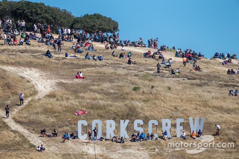 Fans ven la carrera en Laguna Seca