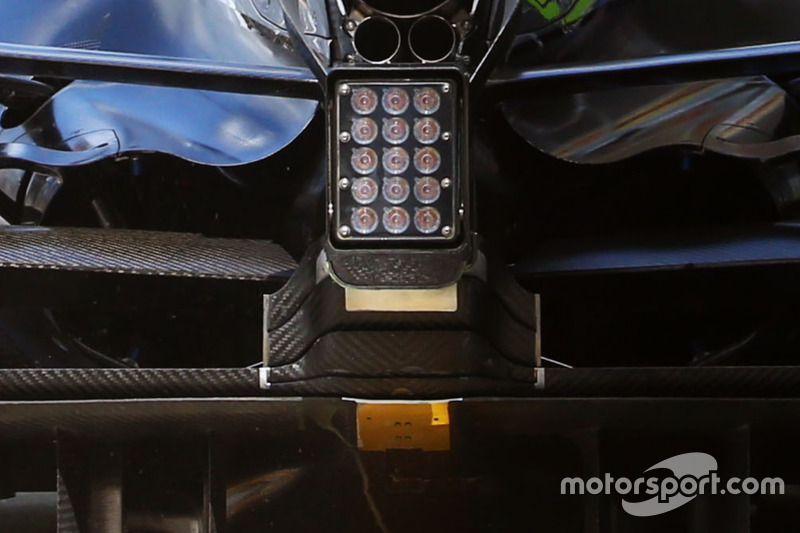 Mercedes F1 W07: Winglet am Diffusor