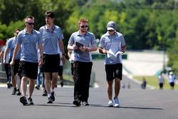 Rio Haryanto, Manor Racing walks the circuit with the team