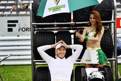 Andre Lotterer, Team Tom's, mit einem Gridgirl