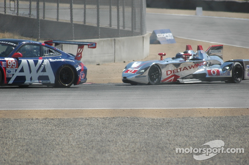 DeltaWing tried to go by a wide GTC Porsche