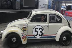 Daniel Suárez conduce a Herbie