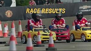 Jogadores do Manchester United participam de corrida de mini-carros