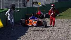 Pilotos se persiguen en la Fórmula 4 alemana