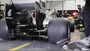 Mercedes, primo pit stop con le Pirelli 2017