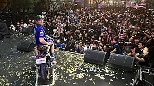 Maverick Viñales visita Tailandia