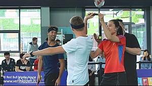 Max Verstappen y Daniel Ricciardo juegan bádminton con Wang Yihan en China