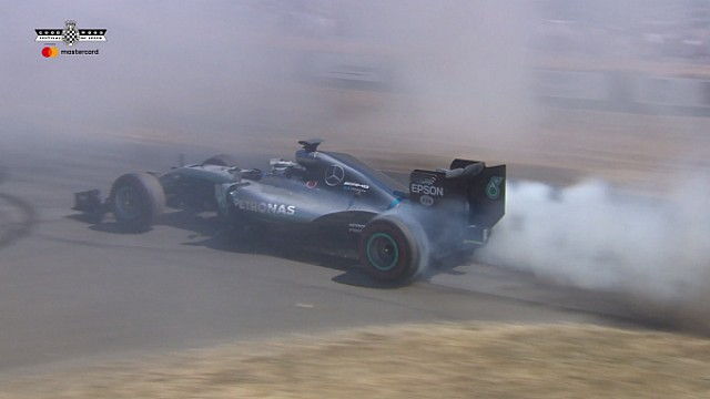 Valtteri Bottas geeft demo in kampioensauto Rosberg op Goodwood